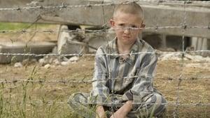 A csíkos pizsamás fiú háttérkép